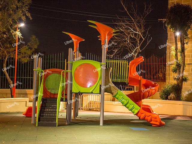 How Do Outdoor Play Equipment Manufacturers Operate Their Sites?